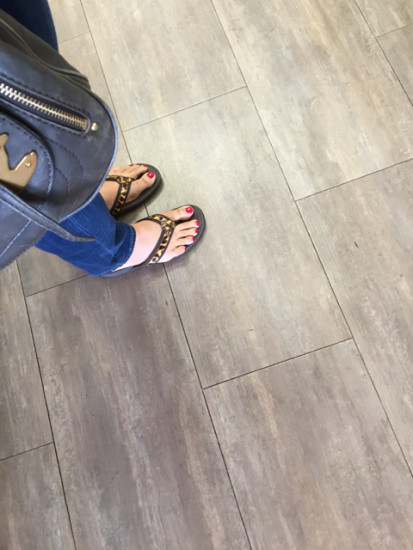 IMG_3936_vionicshoes_solestory_waiting
