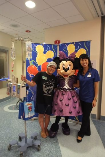 choc-walk-disneyland-minnie-patients